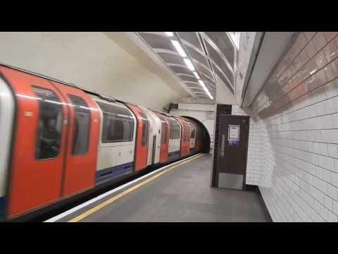 London Underground Central Line 1992 Stock Trains At Notting Hill Gate 7 January 2017