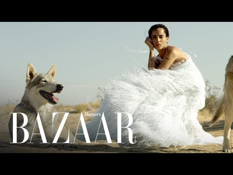 Zoë Kravitz Calls Out Photoshop In Her October BAZAAR Cover Shoot  Harpers BAZAAR