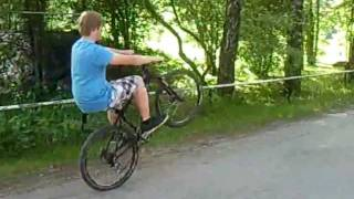 Worlds longest wheelie on a bicycle