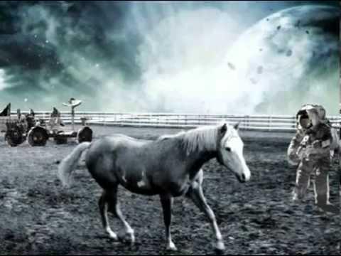 mujo kuje konja po mjesecu Mujo kuje lyrics: mujo kuje konja po mjesecu / mujo kuje, a majka ga kune / sine mujo ziv ne bio majci / ne kuju se konji po mjesecu / vec po danu i zarkome suncu / mila majko ne kuni me mlada.
