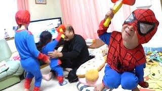 じいちゃんの悲劇!スパイダーマンになりきって兄弟対決! ぜひチャンネ...