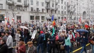 Смотреть видео Бессмертный полк в Москве. 9 мая 2017 онлайн