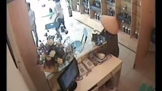 Bà già ăn trộm rất pro!!!   www quanghuydat com