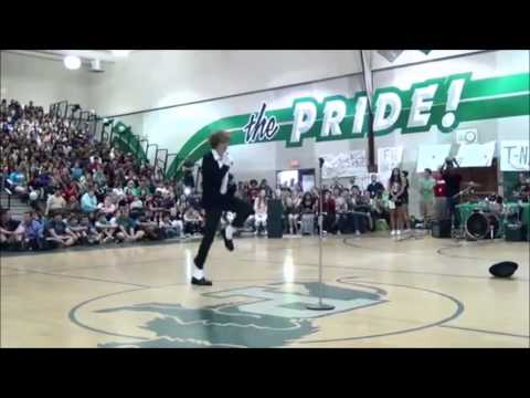 "Teen Destroys Talent Show With Michael Jackson's ""Billie Jean"" - Incredible Moonwalk"