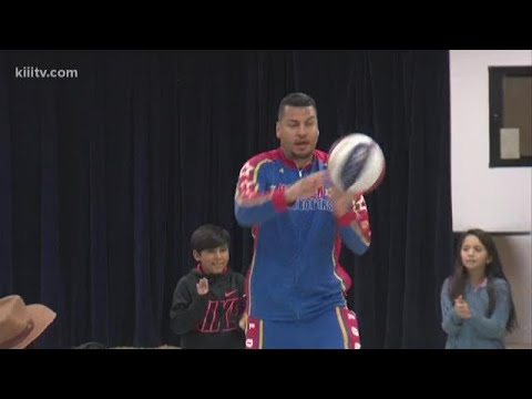 Globetrotters host 'T.E.A.M. Up' event at Kostoryz Elementary School