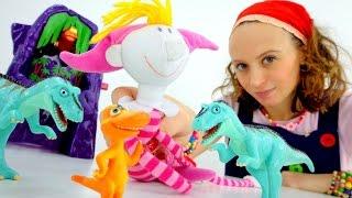 Маша и подружки.  Клава в Мире динозавров! Видео для девочек.