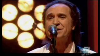 Ray Davies And Band Sings Sunny Afternoon