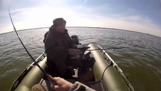 Осенняя рыбалка 2012(Сорри, что не в HD. Позже перезалью. Выехали на рыбалку, щука пока не клюет, поймали всего 2 штуки. На видео..., 2012-10-16T13:40:07.000Z)
