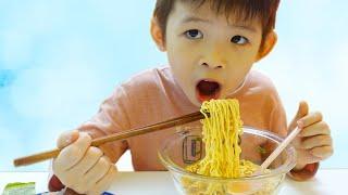 Xavi ABCKids Pretend Play English Mom buy ice cream, Xavi cooking Noodles at home