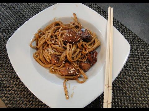 nouilles-japonaises-sautées-et-poulet-teriyaki