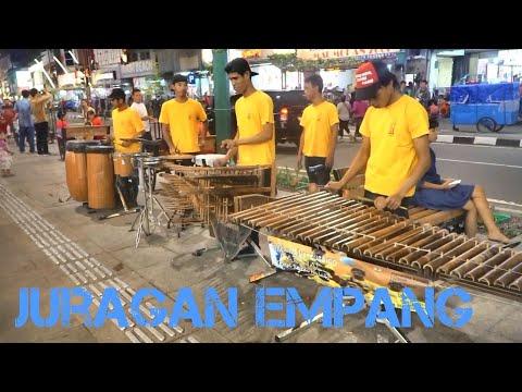 JURAGAN EMPANG - Angklung Malioboro CAREHAL (Pengamen Kreatif Jogja) Diana Sastra Tarling Cirebonan