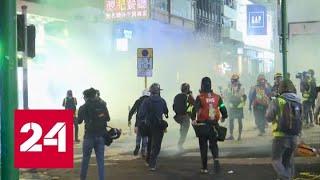 Сотни демонстрантов устроили погромы около крупных торговых центров в Гонконге - Россия 24