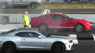 Shelby GT500 vs ZL1 Camaro-1/4 mile drag race,accelerations and sound of muscle cars