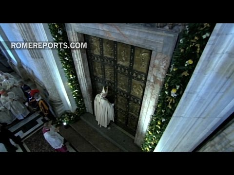 Pope closes Holy Door and officially ends Year of Mercy