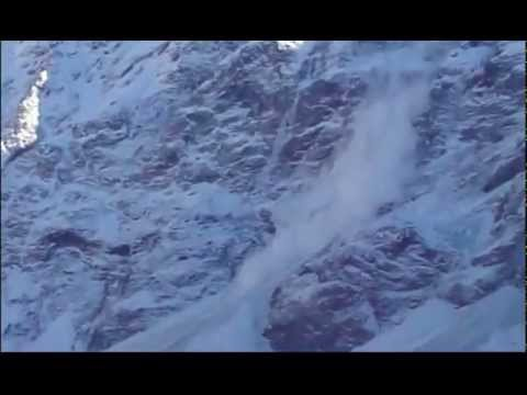 Avalanche in Aoraki Mount Cook National Park glacier collapse