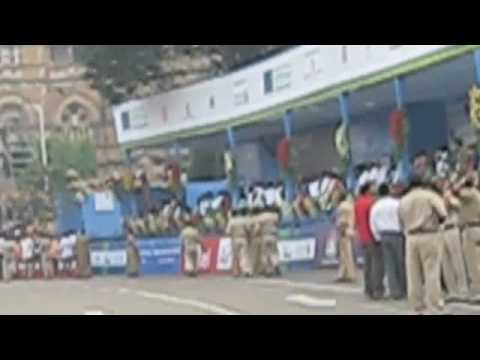 Solar Electric Car Leads Runners at Mumbai Marathon
