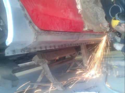 Brake pad replacement Mazda 3 / Замена тормозных колодок Мазда 3 .
