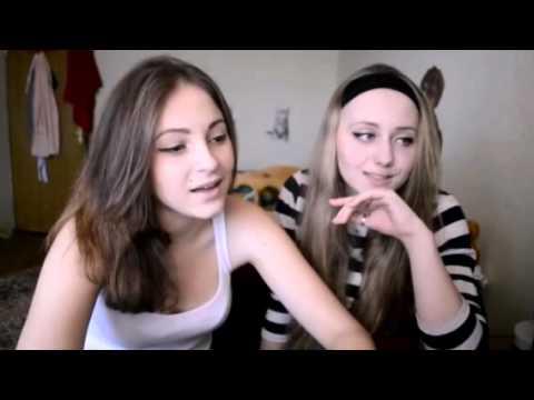 Две обнимающиеся девушки