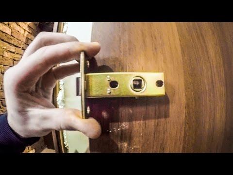 Как установить замок в межкомнатную дверь своими руками видео
