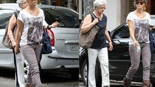 Christine Fernandes almoça com a mãe no Rio