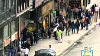 Repeat youtube video PORNO EN LAS CALLES DE BOGOTA