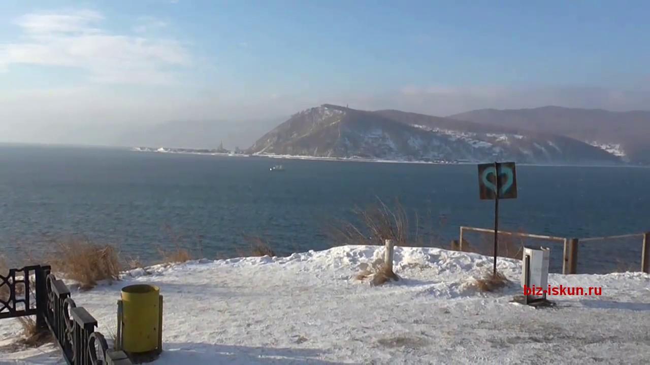 Листвянка, набережная зимой. Отдых на Байкале зимой.