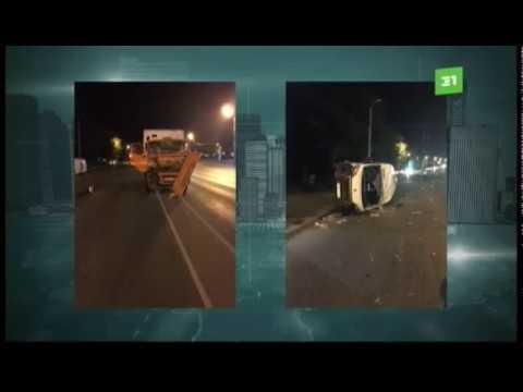 В Челябинске мусоровоз опрокинул автобус с пассажирами