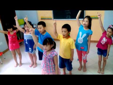 Ms Linh and Summer Class | One little finger song