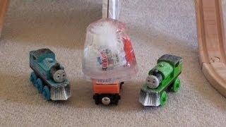 Thomas the tank Engine & the Kinder Surprise Egg on Snowy Mountain