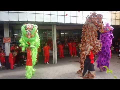 Naga Barongsai Mencari Angpao (Dragon Dance and Lion Dance)