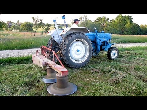 Ford 4000 Tractor Cutting Hay   2015