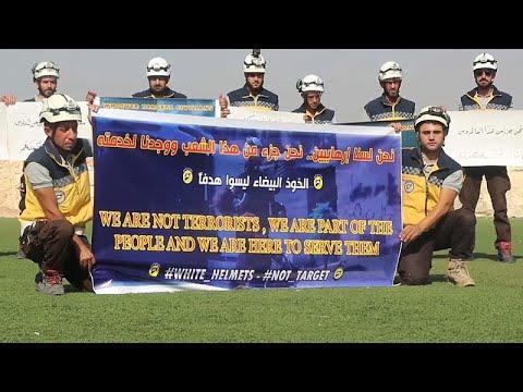 شاهد : أفراد -الخوذ البيضاء- يحتجون في إدلب ضد استهدافهم من النظام السوري وحلفائه…  - نشر قبل 30 دقيقة