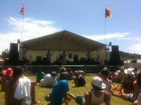 "Boh Runga Performs ""Part of Me"" at The Coromandel Music Festival"