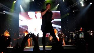Sakis Rouvas - Ola Giro Sou Girizoun (live) HD