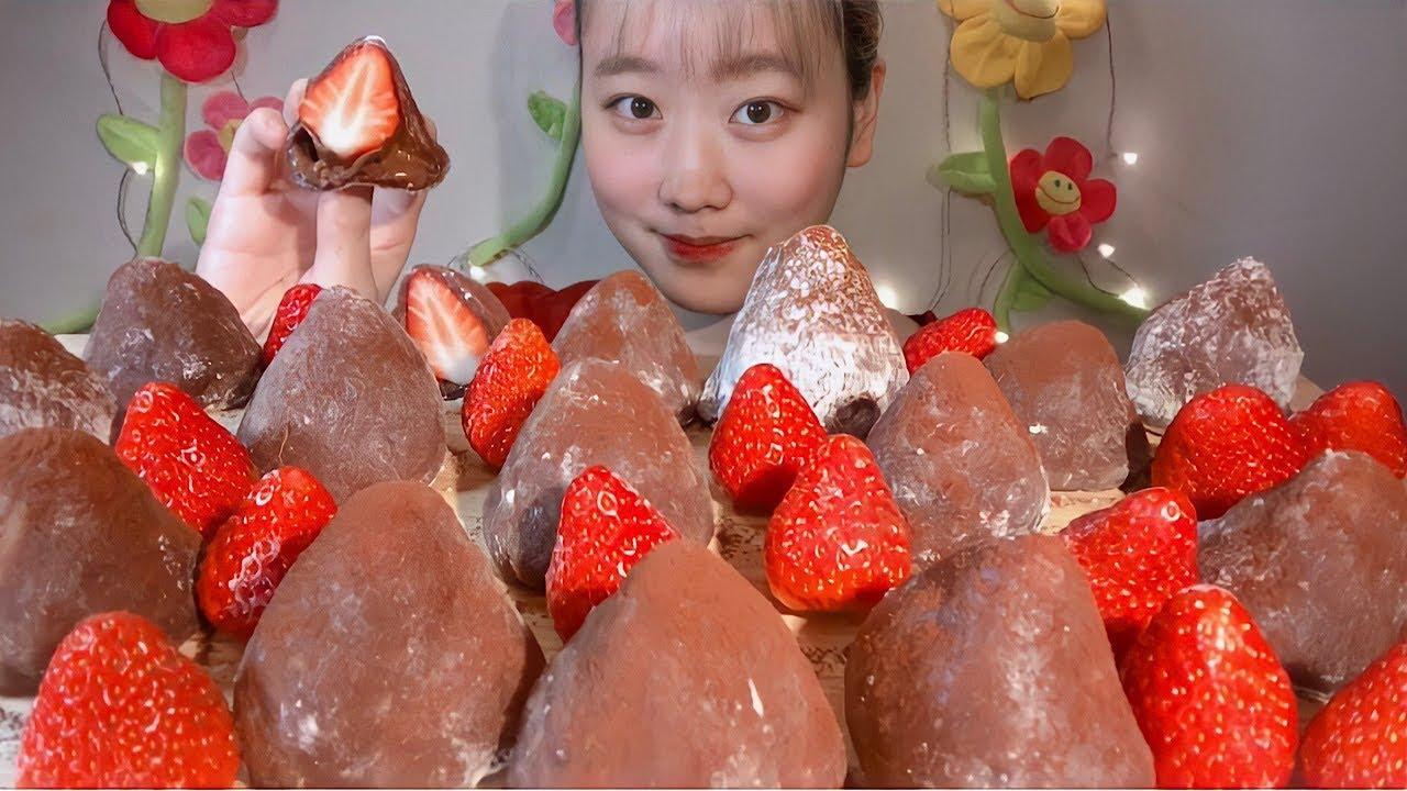 ASMR 苺チョコ大福 Strawberry Chocolate Mochi 딸기 초코 찹쌀떡【咀嚼音/大食い/Mukbang/Eating Sounds】