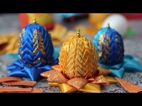 Вышитые лентами пасхальные яйца