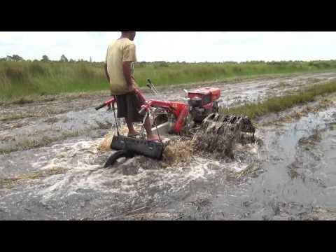 Traktor tangan untuk sawah di lahan rawa part 1