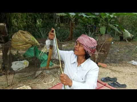 សិប្បកម្មខ្មែរធ្វើកព្រែ្ចាងពីដើមឬស្សី Khmer handicrafts made from bamboo
