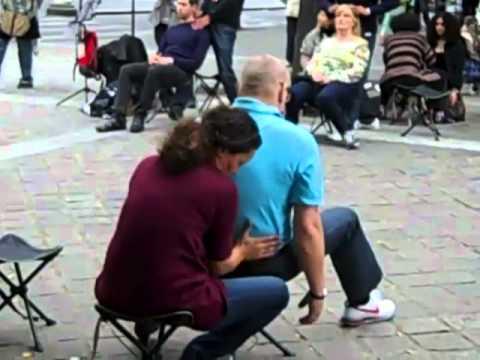 A street massage in Paris