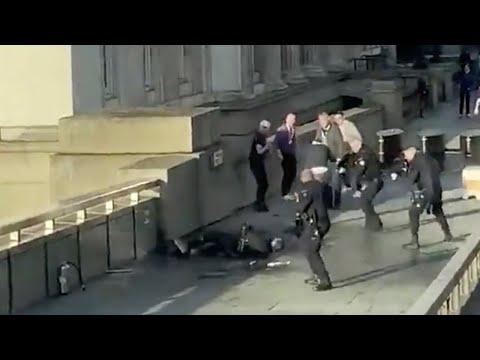 Watch : London Bridge terror attack: W...
