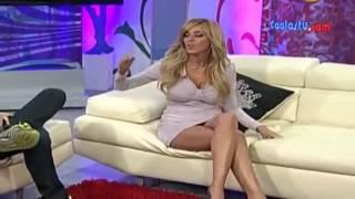 Το ''ΗΟΤ'' ατύχημα της παρουσιάστριας   Εκατομμύρια τηλεθεατές είδαν το βρακάκι της!