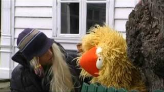 Repeat youtube video Gullars på hockeytrip