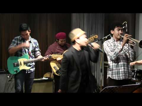 Tompi - Sedari Dulu @ Mostly Jazz 17/02/12 [HD]