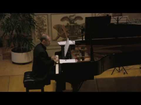 Jascha Nemtsov plays Zaderatsky