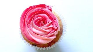 КАПКЕЙКИ с клубникой и вишней, с ДВУХЦВЕТНЫМ кремом| Two-Tone Buttercream Cupcake Tutorial(Заказать торт или капкейки можно у меня, если Вы находитесь в Москве или МО: https://vk.com/club121994577 Рецепт крема:..., 2016-06-30T22:22:04.000Z)