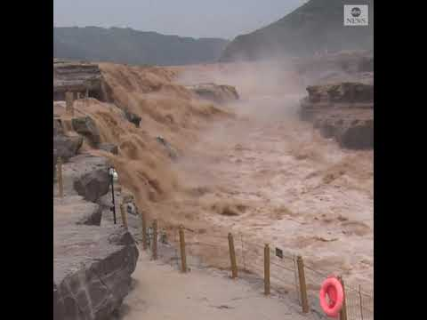 Increasing rainfall brings more tourists to waterfall in China | ABC News