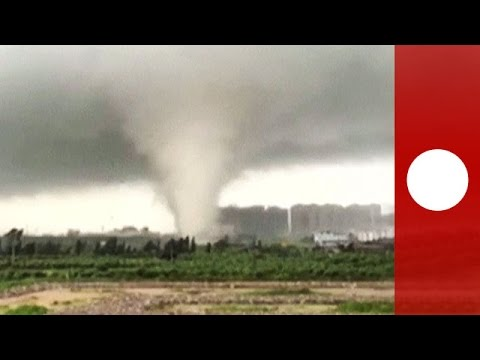 AmVid: Tornado violently tears up houses, cranes and trees in China