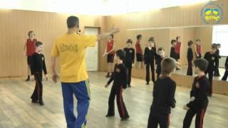 Урок акробатики у мальчиков в ансамбле Пульс
