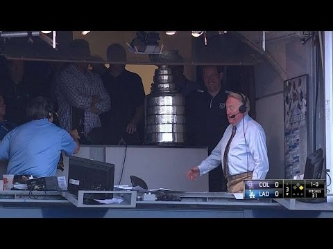COL@LAD: Vin Scully introduced to Lord Stanley