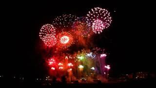 2010年8月5日開催の信州上田大花火大会より、六文銭の彩りです。予想通...